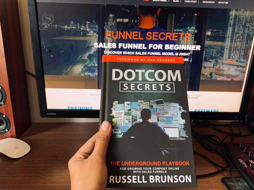 Dotcom Secrets book Russell Brunson